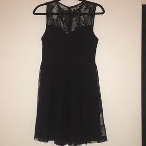 Black lace trapeze sleeveless dress